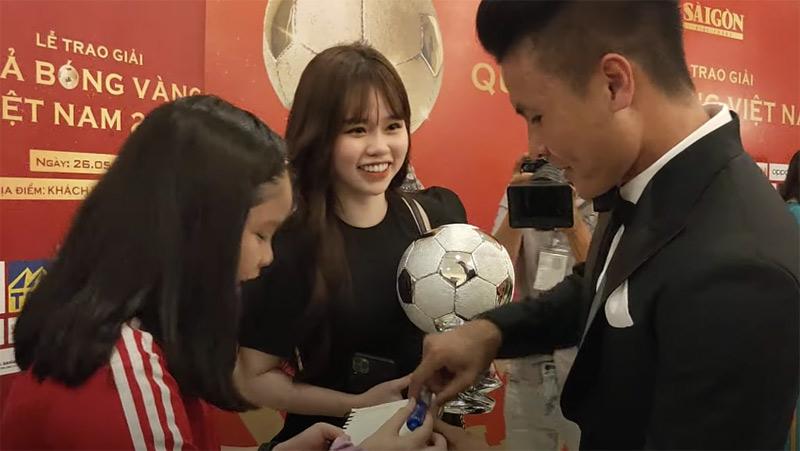 Huỳnh Anh từng bị chê về ngoại hình khi xuất hiện tại Lễ trao giải Quả bóng vàng.