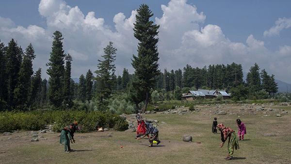 Lớp học ngoài trời ở Ấn Độ giữa đại dịch Covid-19 3