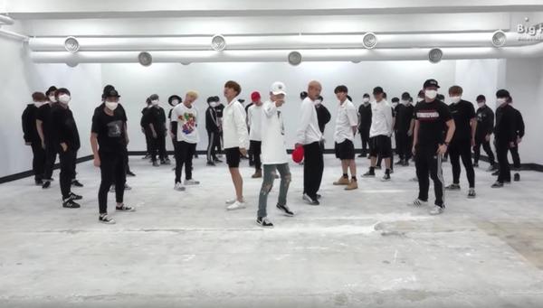 Nhìn phòng tập 'xịn xò' của thực tập sinh show I-LAND mới thấy BTS đã từng 'khổ sở' như thế nào thời Big Hit còn 'nghèo khó' 9
