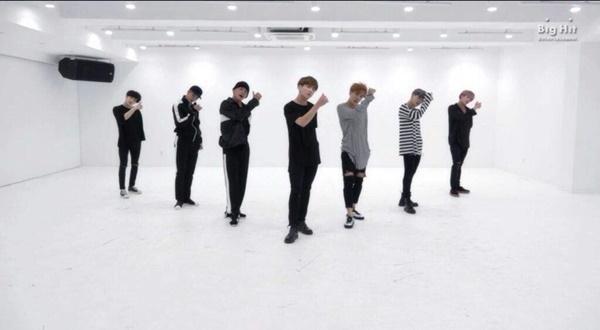Giờ đây thì mọi chuyện đã khác, BTS đang là nhóm nhạc 'giàu sụ' của làng giải trí Hàn Quốc và Big Hit hiện cũng đang là công ty giải trí có sức ảnh hưởng cực lớn.