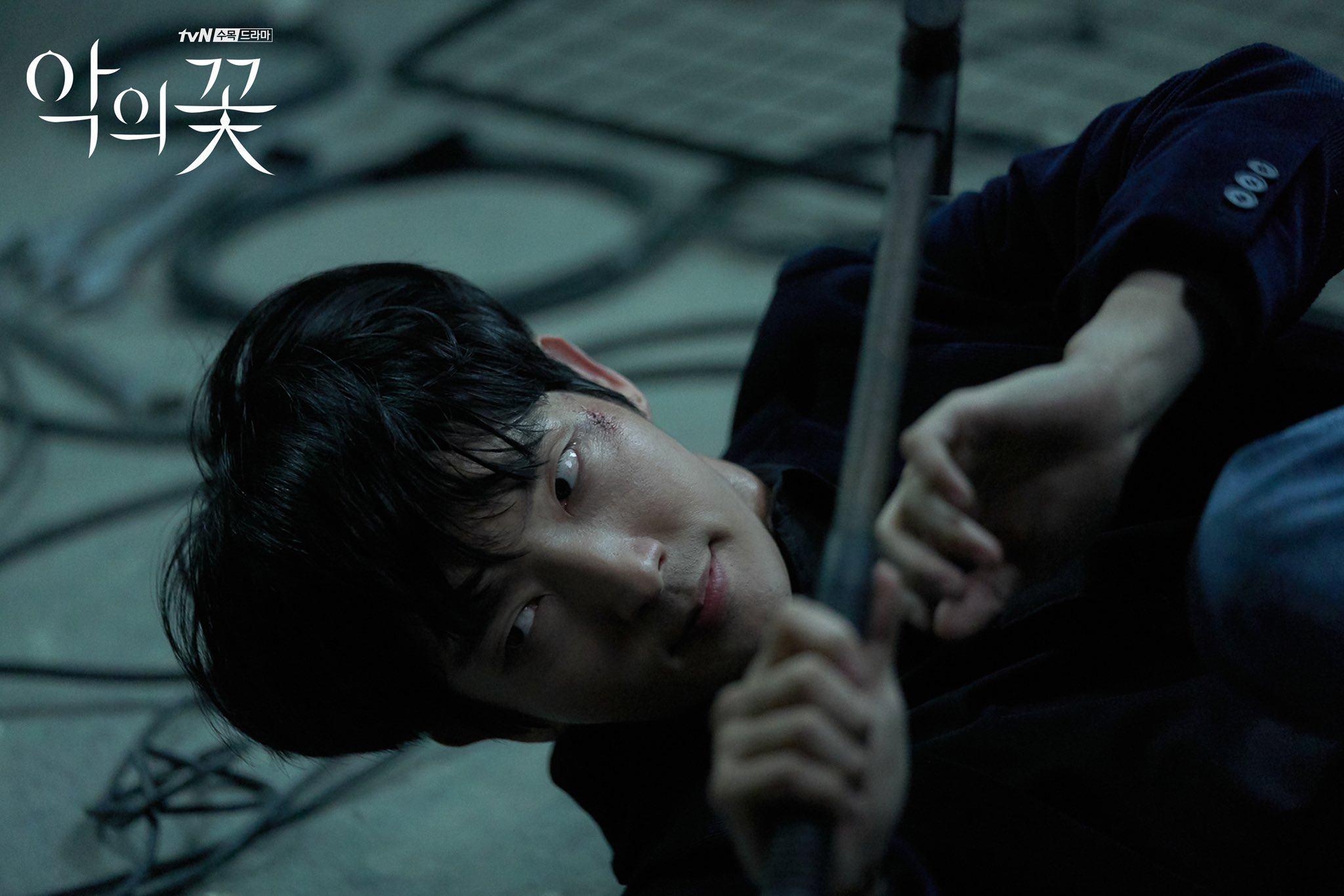 Baek Hee Sung bị chứng rối loạn nhân cách chống đối xã hội và bị mất đi cảm xúc vui buồn của người bình thường