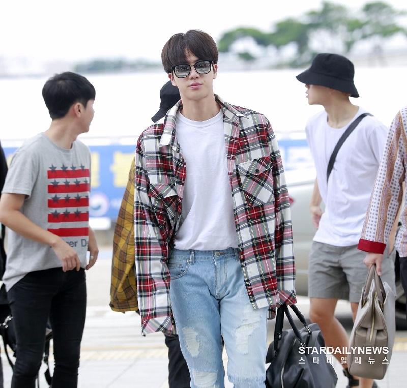 Top 4 nam thần tượng Kpop có thân hình đẹp nhất ngoài đời: Sehun (EXO) hệt như nam chính truyện tranh 9