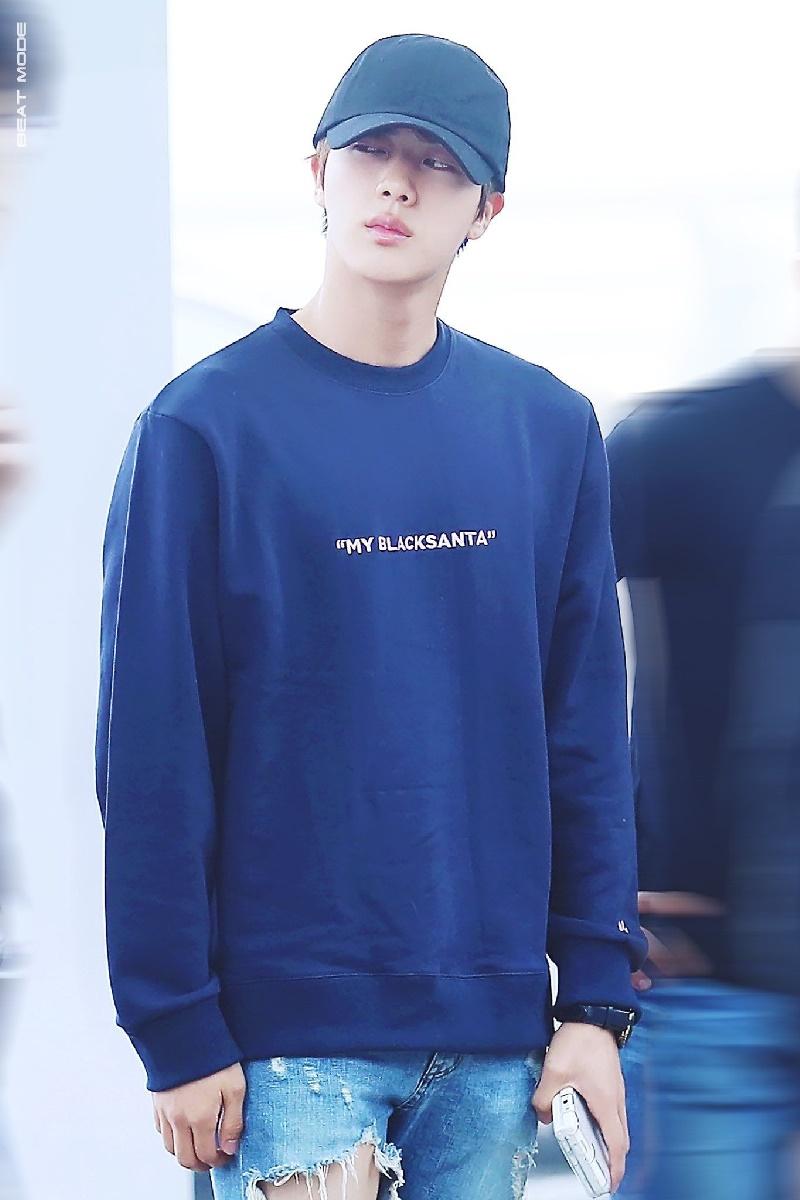Top 4 nam thần tượng Kpop có thân hình đẹp nhất ngoài đời: Sehun (EXO) hệt như nam chính truyện tranh 10