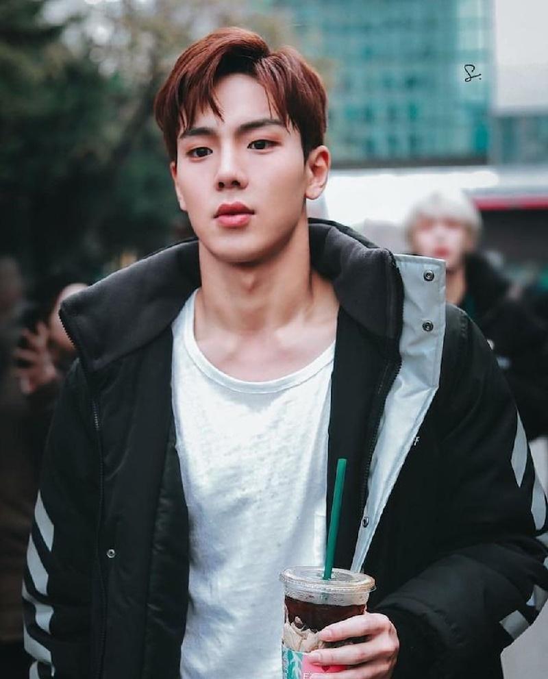 Top 4 nam thần tượng Kpop có thân hình đẹp nhất ngoài đời: Sehun (EXO) hệt như nam chính truyện tranh 20