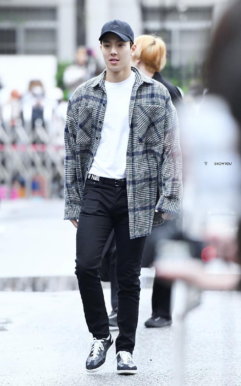 Top 4 nam thần tượng Kpop có thân hình đẹp nhất ngoài đời: Sehun (EXO) hệt như nam chính truyện tranh 21