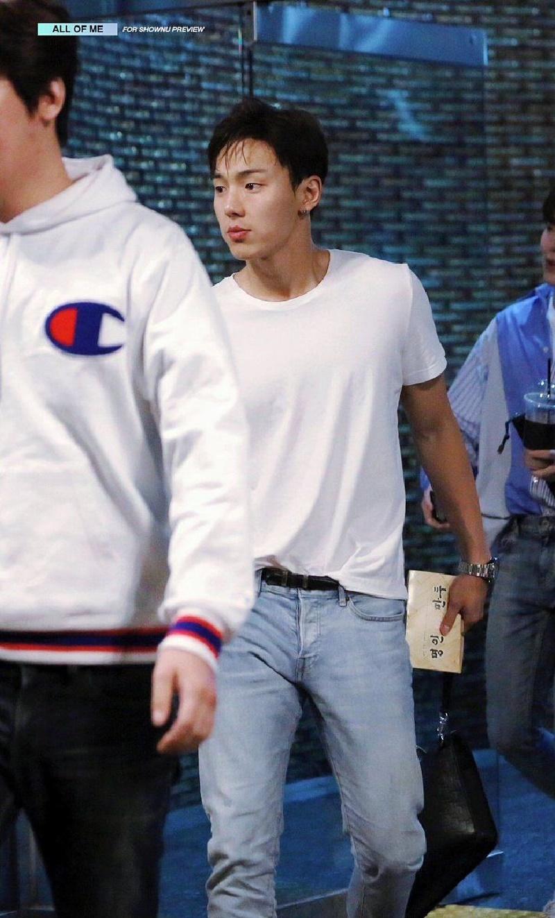 Top 4 nam thần tượng Kpop có thân hình đẹp nhất ngoài đời: Sehun (EXO) hệt như nam chính truyện tranh 22