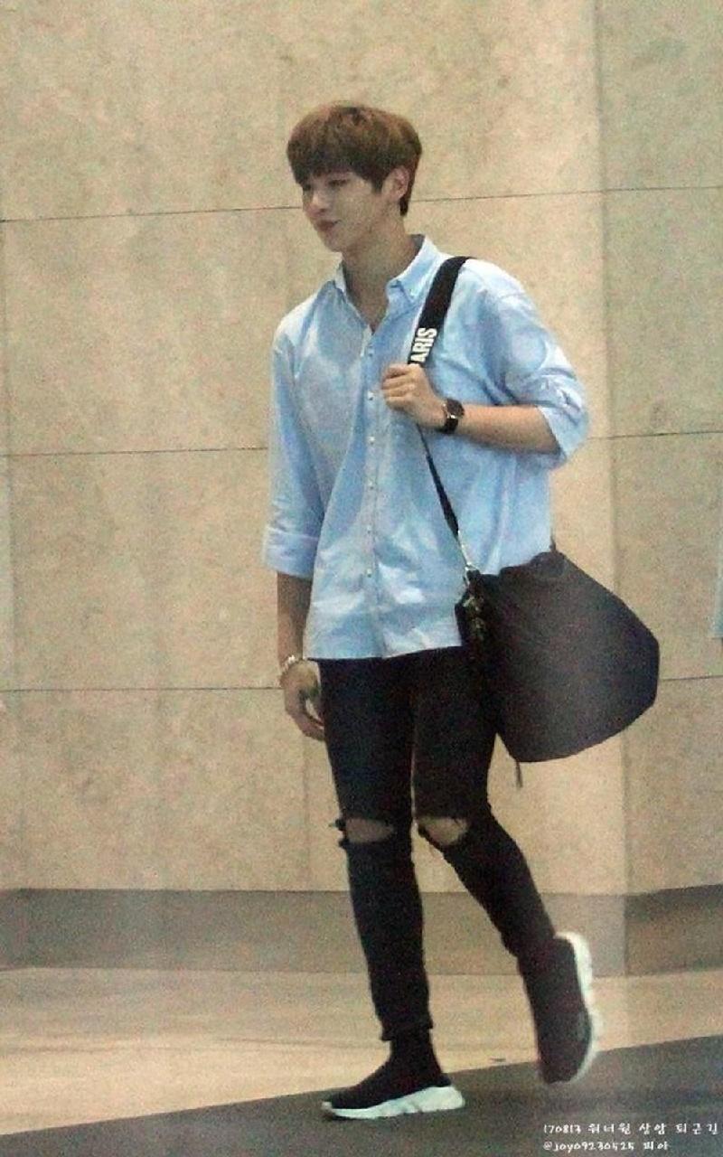 Top 4 nam thần tượng Kpop có thân hình đẹp nhất ngoài đời: Sehun (EXO) hệt như nam chính truyện tranh 15
