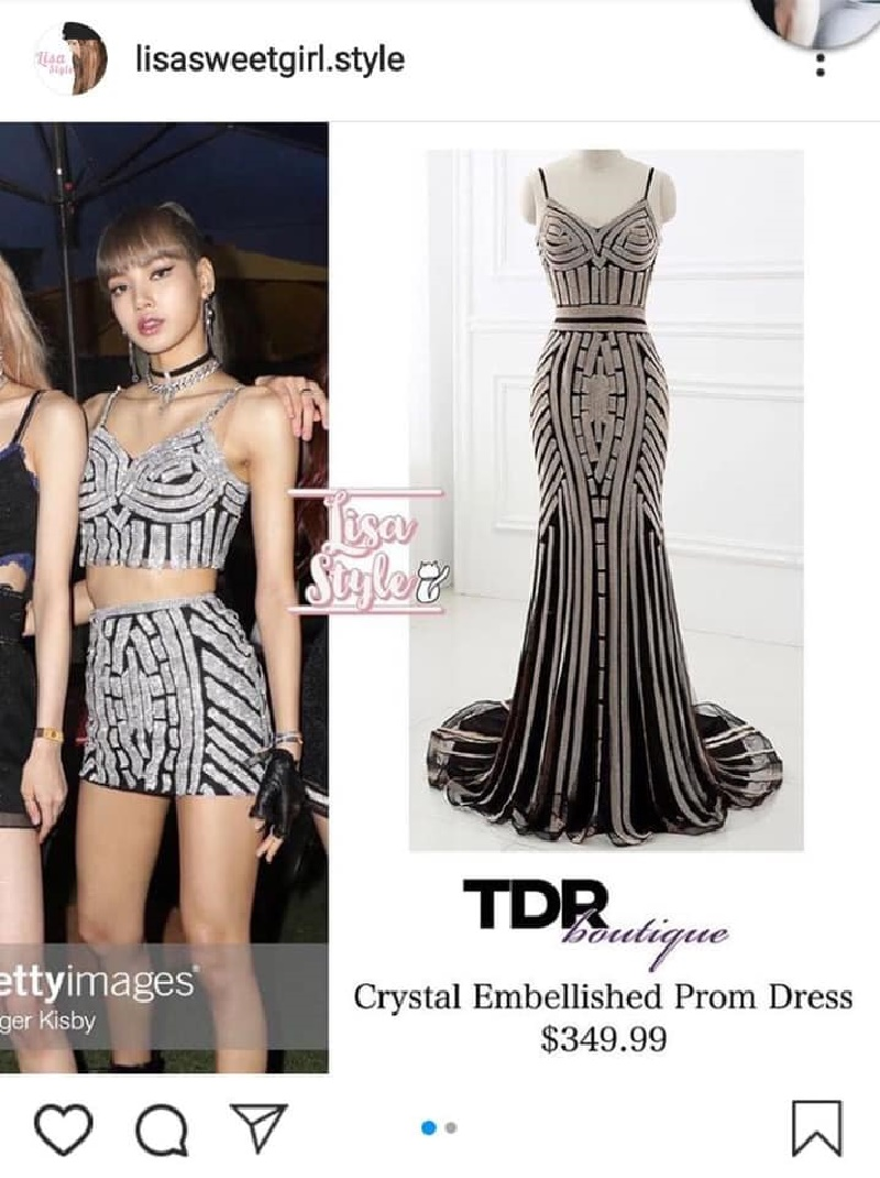 Cũng như những bộ trang phụckhác của Black Pink, stylist đã cắt xén và thiết kế lại nó từ một chiếc váy dạ hội đắt tiền để giúp Lisa khoe trọn đường cong cơ thể trên sân khấu.