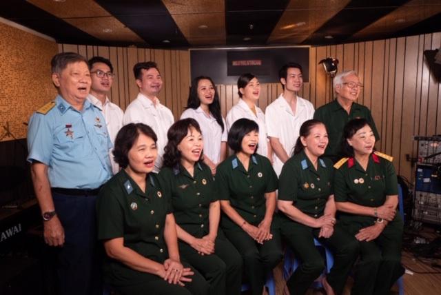Ca sĩ Ngọc Khuê và hơn 50 nghệ sĩ Hà Nội cùng hát 'Ngày mai lại tươi sáng', tiếp thêm niềm tin cho Đà Nẵng, Quảng Ngãi và cả dân tộc Việt Nam 8
