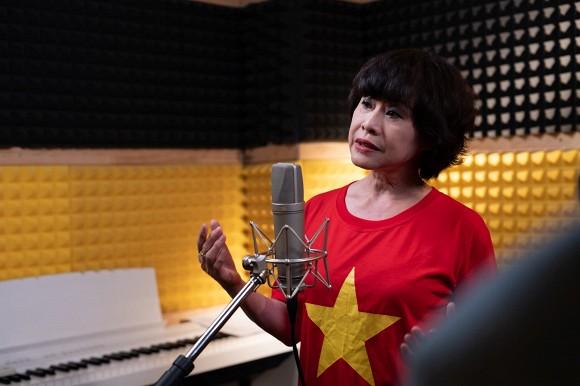 Ca sĩ Ngọc Khuê và hơn 50 nghệ sĩ Hà Nội cùng hát 'Ngày mai lại tươi sáng', tiếp thêm niềm tin cho Đà Nẵng, Quảng Ngãi và cả dân tộc Việt Nam 6