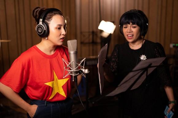Ca sĩ Ngọc Khuê và hơn 50 nghệ sĩ Hà Nội cùng hát 'Ngày mai lại tươi sáng', tiếp thêm niềm tin cho Đà Nẵng, Quảng Ngãi và cả dân tộc Việt Nam 4