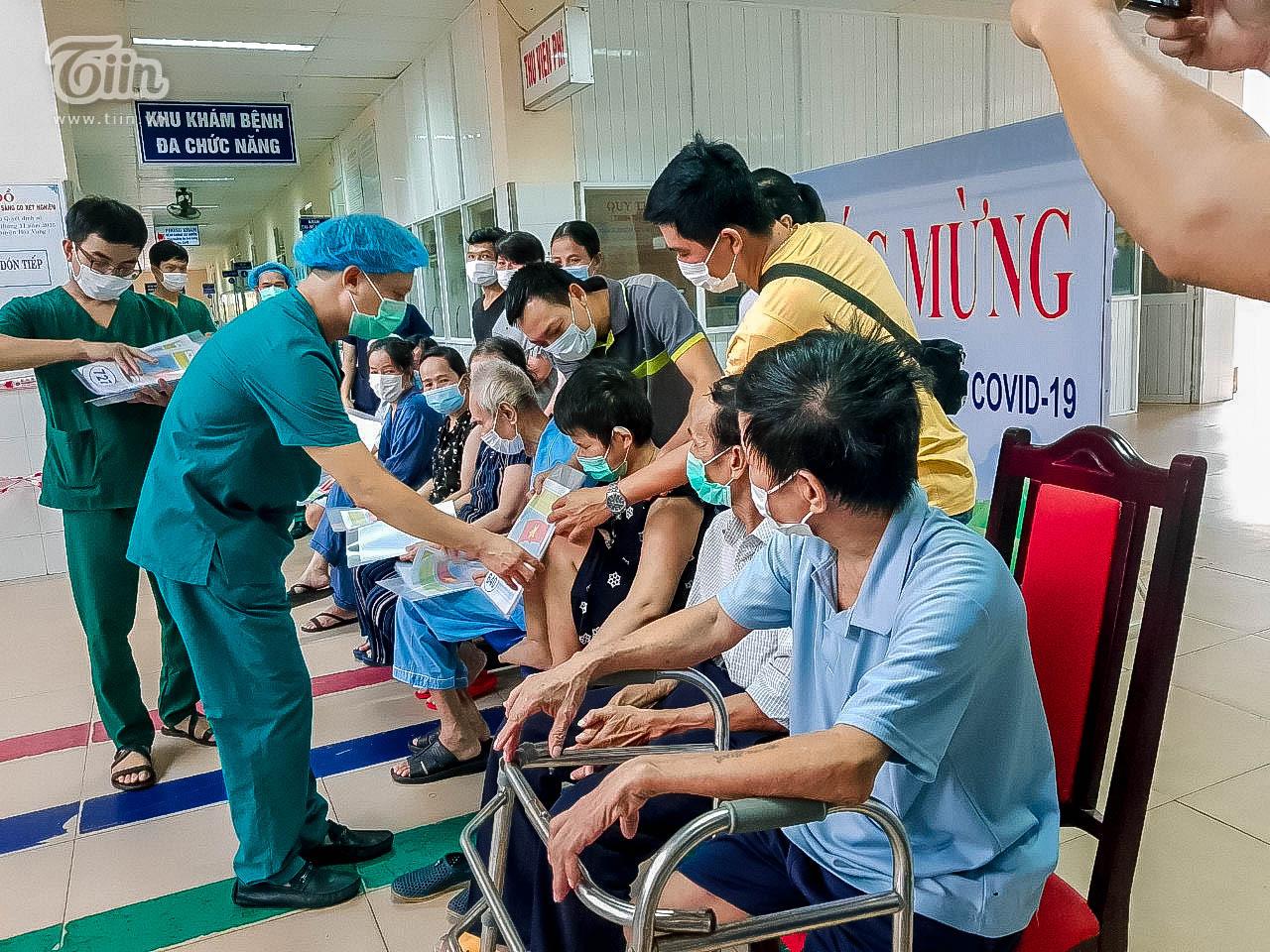 Thêm 16 bệnh nhân Covid-19 ở Đà Nẵng khỏi bệnh, sản phụ nhiễm bệnh đã xuất viện cùng con 1