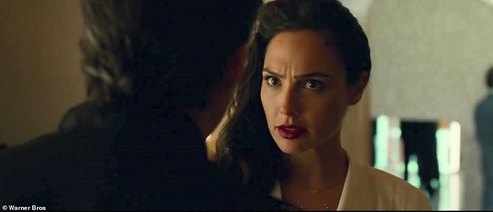 Diana gặp lại người yêu cũ Steve nhờviên đá ước Dreamstone.