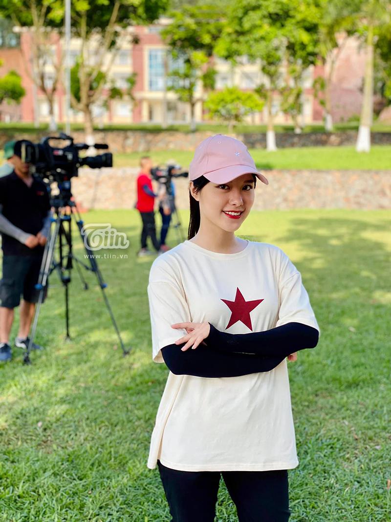 MC Chử Phương Thúy trong quá trình ghi hình 'Xạ thủ đua tài' tập 8