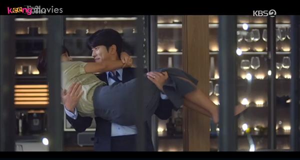 Đêm đó Hyun Joo đã ở lại nhà giám đốc...