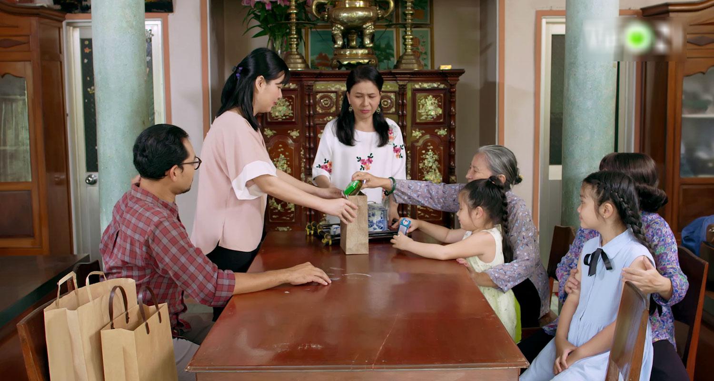 'Gạo Nếp Gạo Tẻ 2' tập 36: Hết đường lươn lẹo, Huỳnh Đông quỳ gối xin Jun Phạm che giấu tội lỗi 6