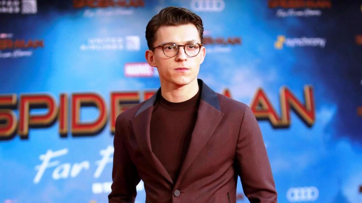 Sao Hollywood làm người hùng đời thực: Tom Holland giúp fan thoát hiểm, Benedict Cumberbatch cứu người bị đánh hội đồng 0