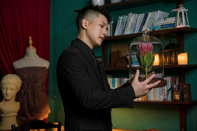 Quân A.P tung poster MV 'Bông hoa đẹp nhất', nghe tựa tưởng vui nhưng poster sao lại buồn thế này? 2