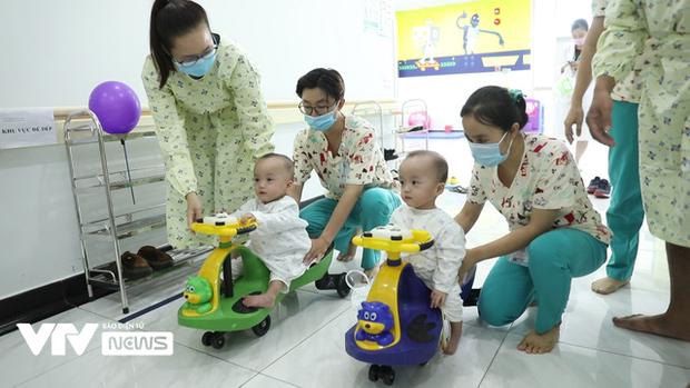 Chị em Song Nhi rủ nhau 'đua xe', bắt đầu những bài học đầu tiên 0