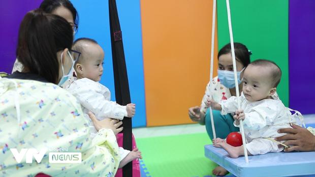 Chị em Song Nhi rủ nhau 'đua xe', bắt đầu những bài học đầu tiên 9