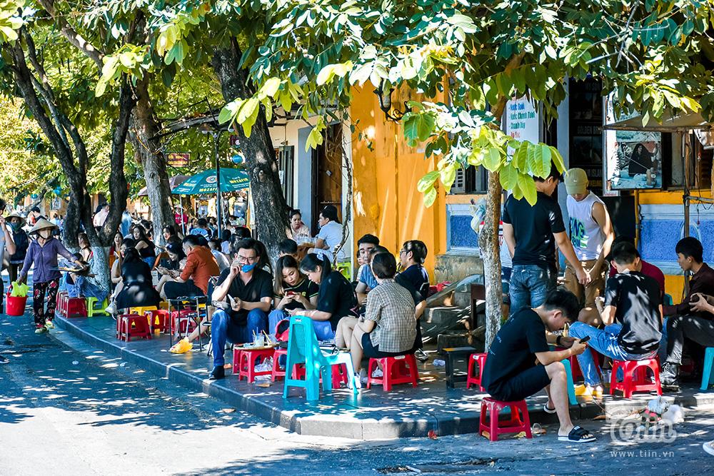 Chính thức từ 6h sáng nay 06/9, tỉnh Quảng Nam chuyển sang 'trạng thái bình thường mới' sau khi nới lỏng giãn cách xã hội. Các hoạt động dịch vụ giải trí được mở cửa hoạt động trở lại.