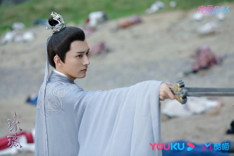 Bách Lân Đế Quân khi hạ phàm đã thành sư huynh Hạo Thần được Chử Toàn Cơ kính yêu. Vai diễn do diễn viên trẻ Lưu Học Nghĩa đảm nhận.