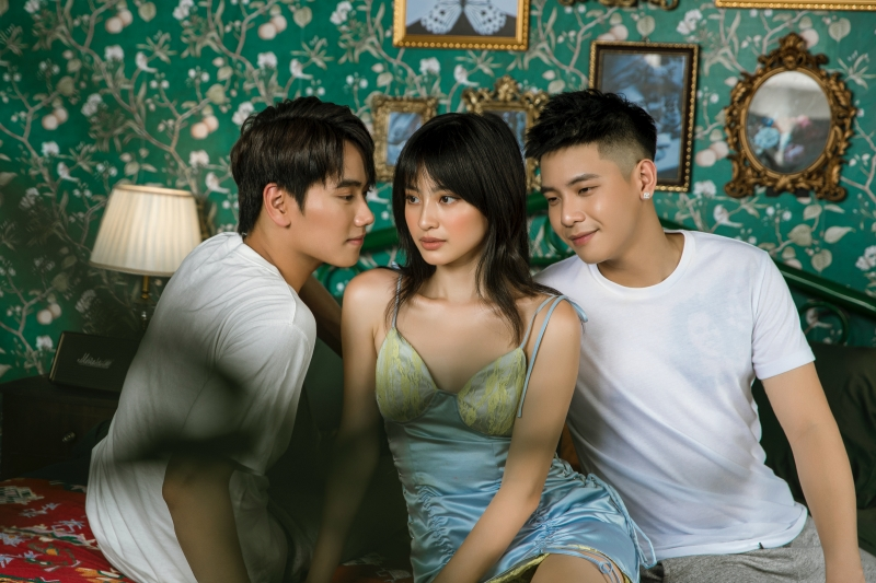 Quân A.P tung MV 'Bông hoa đẹp nhất': Vẫn là ballad 'lụi tim', MV trúng tim đen hội 'mãi là người thay thế' 2