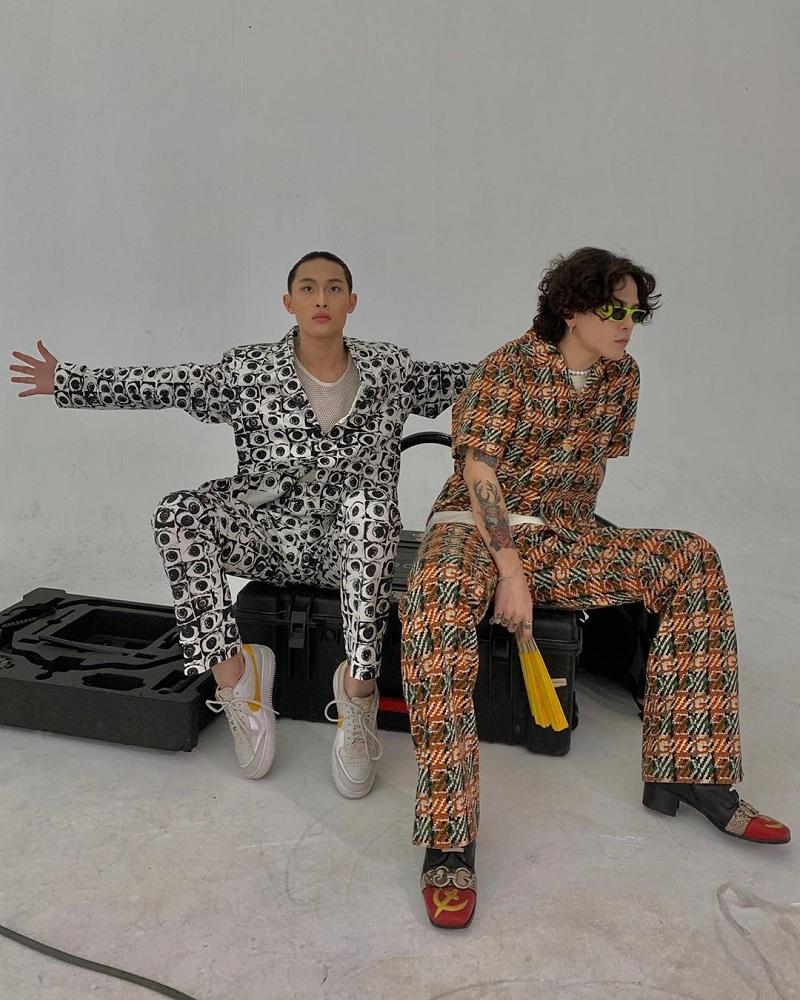 Tình cờ, thời điểm ra mắt sản phẩm kết hợp giữa âm nhạc và thời trang được Decao ra mắt vào lúc Châu Bùi đang vướng nghi án hẹn hò bạn trai mới nổi tiếng.