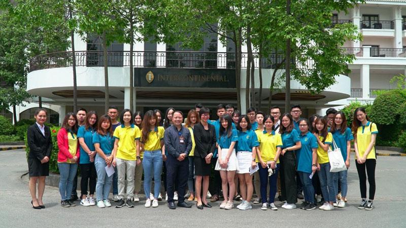 Sinh viên ngành Quản trị Khách sạn, Thể thao và Du lịch tại Khoa Quốc tế - ĐHQGHN trải nghiệm thực tế tại khách sạn 5 sao