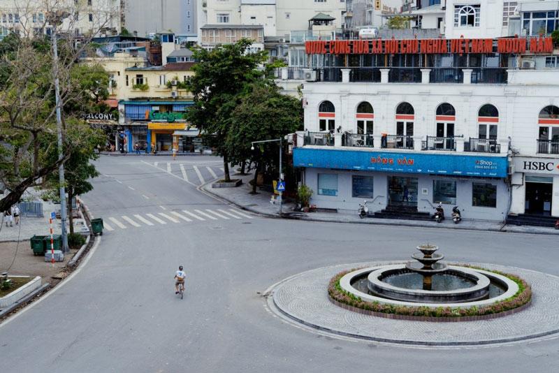 Trung tâm thủ đô Hà Nội vắng như 30 Tết giữa mùa Covid-19 (Nguồn: Hieu Tran. Unsplash)