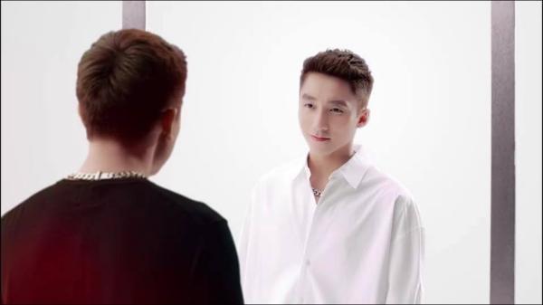 Lùm xùm bắt nguồn từ clip quảng cáo cho mỹ phẩm của Sơn Tùng (ảnh cắt từ clip)