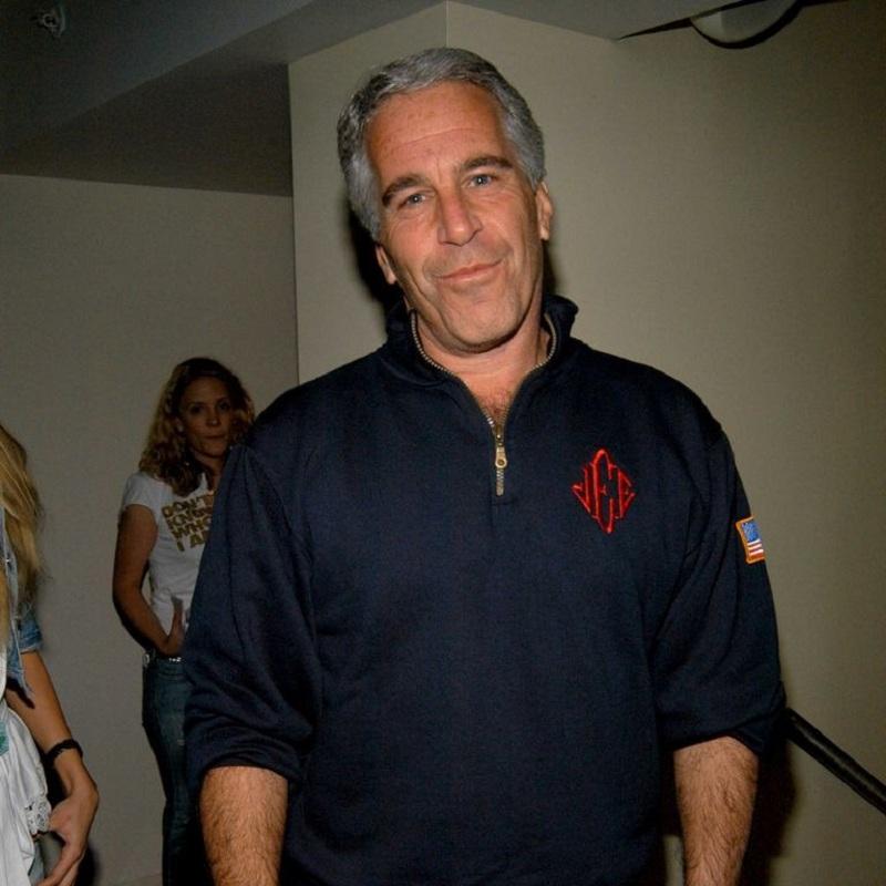 Jeffrey Epstein - cố vấn thân cận của chủ tịch L Brands (công ty mẹ của Victoria's Secret) cũng là ví dụ điển hình và đã bị Cục Điều tra liên bang Mỹ mới vào cuộc bắt giữ. Một lần nữa, thương hiệu nội y nói riêng và cả L Brands nói chung lại lao đaotrước loạt scandals có liên quan tới lạm dụng tình dục.