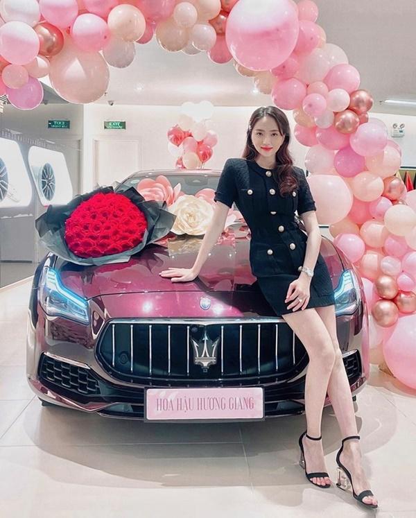 'Bóc giá' loạt outfit của Hoa hậu Hương Giang: Toàn chi hàng trăm triệu, có set lên đến 1,5 tỷ đồng 1