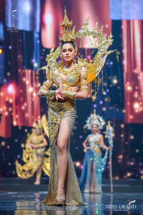 Quốc phục của chương trình Hoa hậu hot nhất Thái Lan không làm netizen thất vọng: Chọn một trong số này đủ 'chặt chém' nếu mang thi Quốc tế? 0