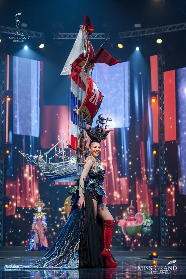 Quốc phục của chương trình Hoa hậu hot nhất Thái Lan không làm netizen thất vọng: Chọn một trong số này đủ 'chặt chém' nếu mang thi Quốc tế? 1