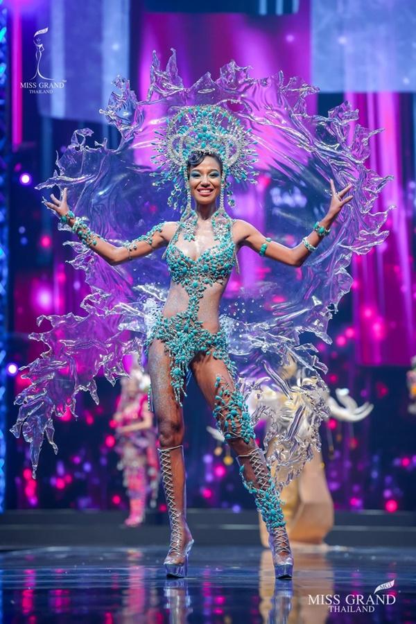 Quốc phục của chương trình Hoa hậu hot nhất Thái Lan không làm netizen thất vọng: Chọn một trong số này đủ 'chặt chém' nếu mang thi Quốc tế? 2