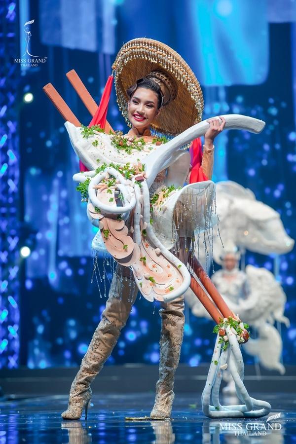 Quốc phục của chương trình Hoa hậu hot nhất Thái Lan không làm netizen thất vọng: Chọn một trong số này đủ 'chặt chém' nếu mang thi Quốc tế? 3
