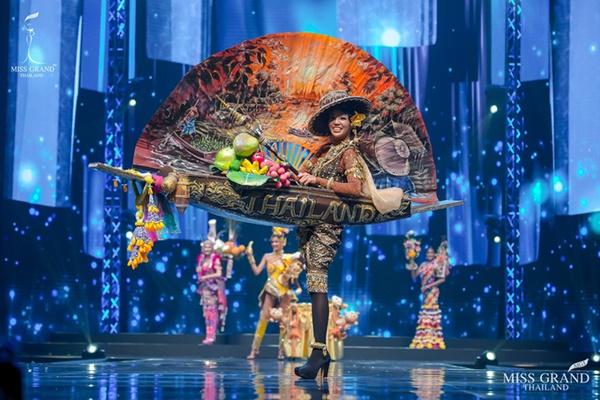 Quốc phục của chương trình Hoa hậu hot nhất Thái Lan không làm netizen thất vọng: Chọn một trong số này đủ 'chặt chém' nếu mang thi Quốc tế? 4