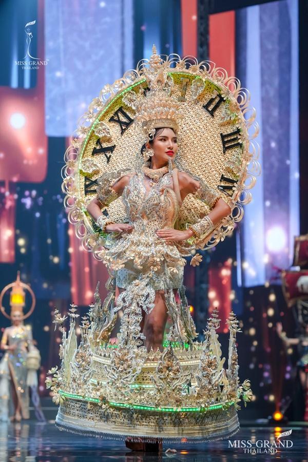 Quốc phục của chương trình Hoa hậu hot nhất Thái Lan không làm netizen thất vọng: Chọn một trong số này đủ 'chặt chém' nếu mang thi Quốc tế? 5