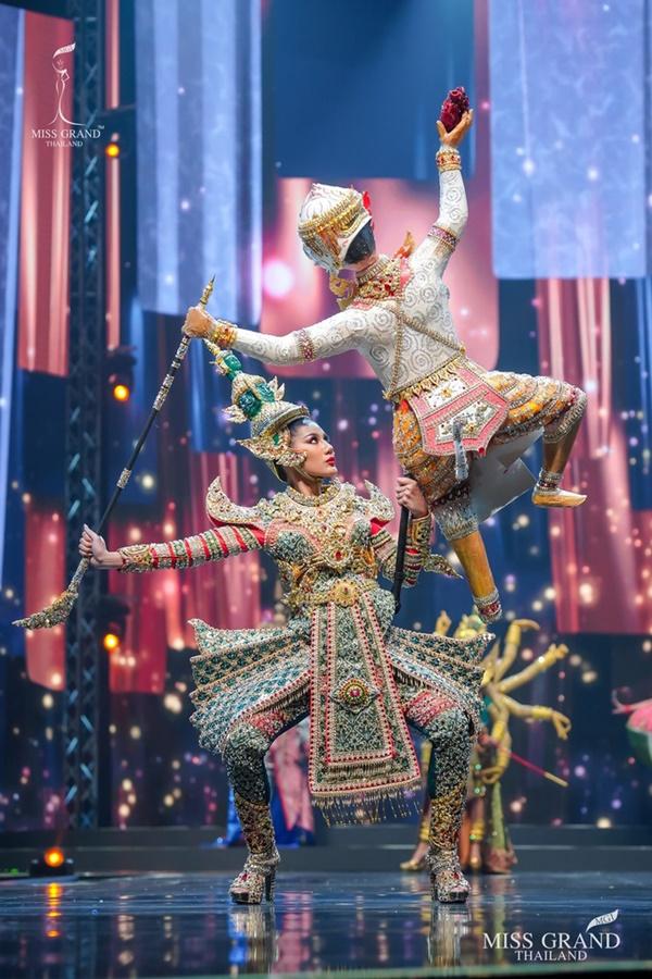 Quốc phục của chương trình Hoa hậu hot nhất Thái Lan không làm netizen thất vọng: Chọn một trong số này đủ 'chặt chém' nếu mang thi Quốc tế? 7