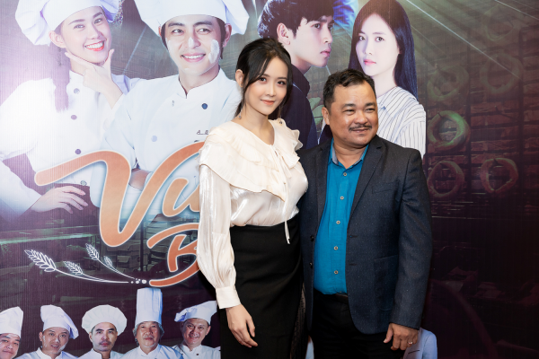 Trương Mỹ Nhân cùng đạp diễn Nguyễn Phương Điền