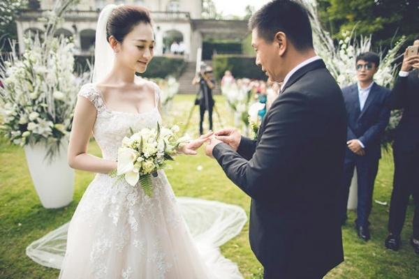 Sau này khi kết hôn nhiều năm, Lý Tiểu Nhiễm và Từ Giai Ninh vẫn ân ái, yêu thương như thể chỉ mới cưới
