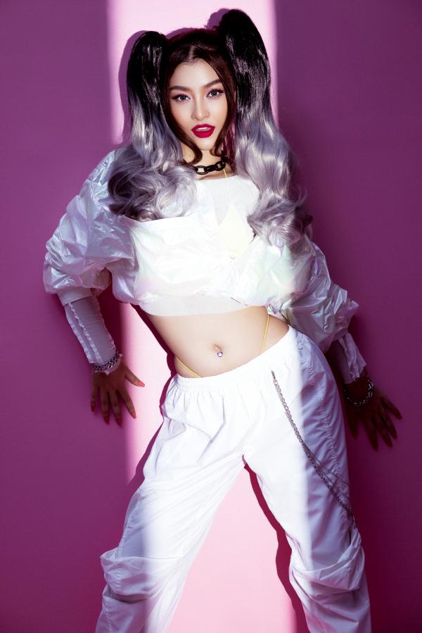Á hậu Kiều Loan cực chất với hình ảnh nữ rapper 5