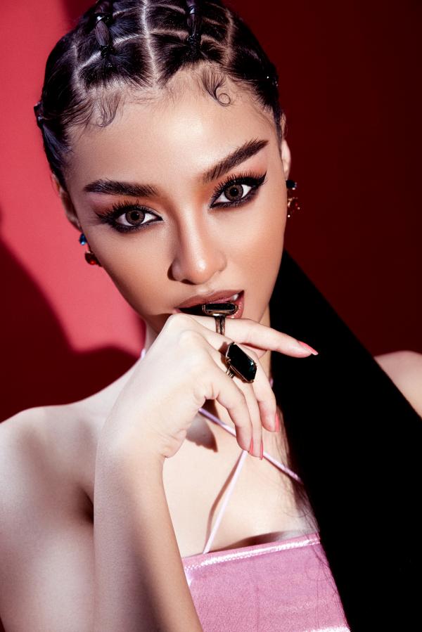Á hậu Kiều Loan cực chất với hình ảnh nữ rapper 6