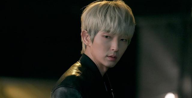 Vẻ lạnh lùng của Lee Jun Ki.
