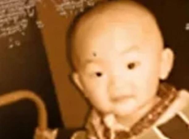 Jin Shui bị bắt cóc khi mới 2 tuổi.