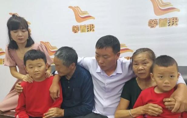 Ông bà Su nay đã được đoàn tụ với con trai và các cháu.