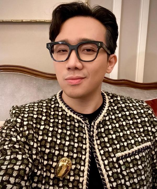 Chiếc áo 'đáng ngờ' của Trấn Thành: Rốt cuộc là 'mượn' từ Hari Won hay Quang Trung? 6
