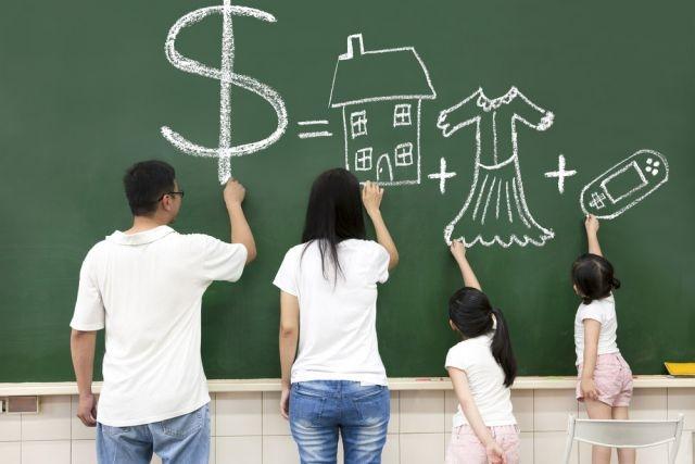 Chồng thường đóng vai trò trụ cột kinh tế trong gia đình.