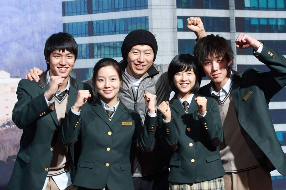 Sau Chạy đi cá thu, Moon Chae Won lại tiếp tục bén duyêntrong phim E.T Trường chúng tôi.
